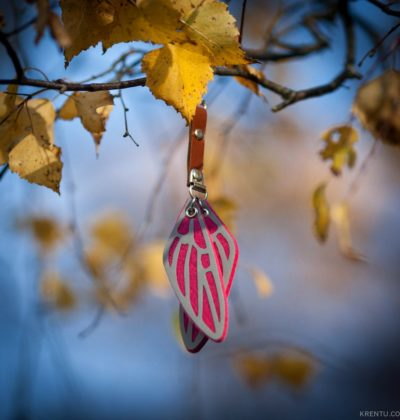 Reflective_pendant_pink-3